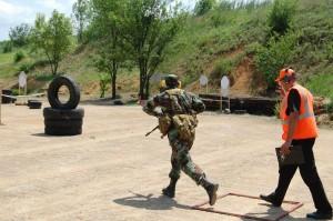 Практическая стрельба для военнослужащего.