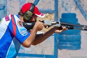 Фрагмент соревнования по практической стрельбе.