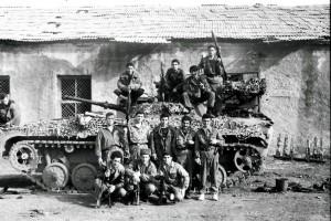 Армянские бойцы на фоне БМП-1
