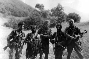 Армянский добровольческий отряд в Карабахе (из пяти человек двое русские добровольцы), 1991 год.