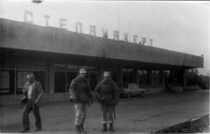 Советские солдаты охраняют аэропорт Степанакерта, 1990 г.