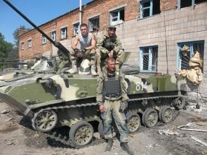 Бойцы 25-й бригады в Луганском аэропорту, июнь 2014 г.