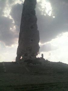 Символ прошлой войны – стела, которая стала и символом войны нынешней.