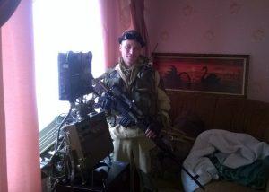 Боєць-сепаратист ДНР\ЛНР біля приладу СБР-3М.