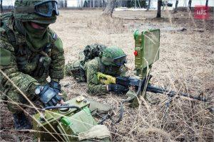 Солдати армії росії використовують станцію ближньої розвідки-3М.